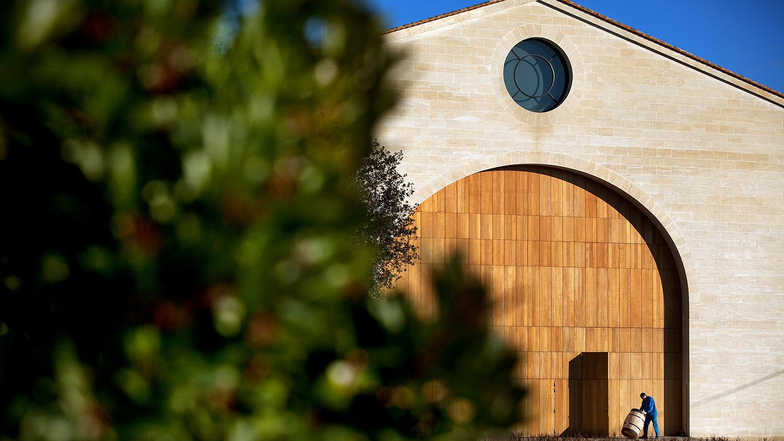 The 2014 Bordeaux Barrels Diary: Full Steam Ahead at Mouton-Rothschild