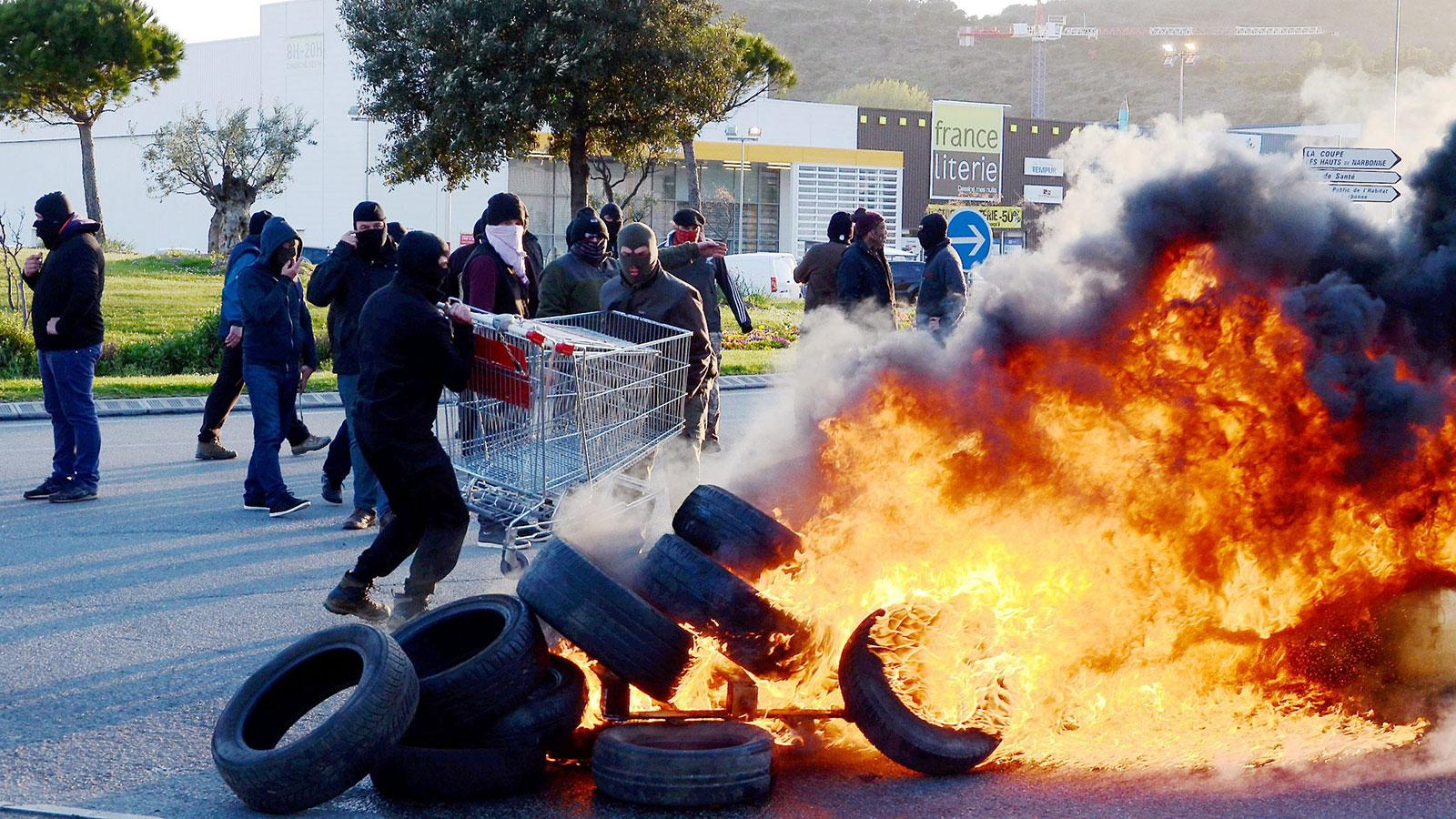 French Winemakers Cap Peaceful Protest by Smashing Bottles, Setting Fires