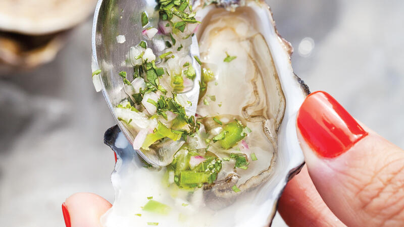 Dining Tip: Oysters With Jalapeño-Vinegar Sauce