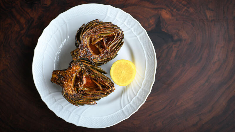 Steamed whole artichoke with thistle spices