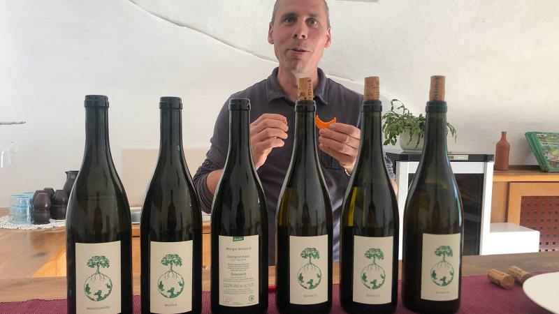 Ewald Tscheppe presents a wine (and carrot) tasting