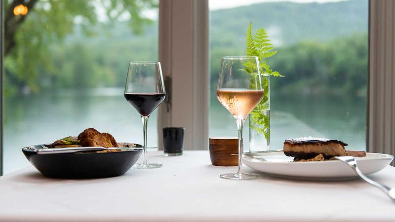 12 Wine Restaurants with Lovely Lakeside Views