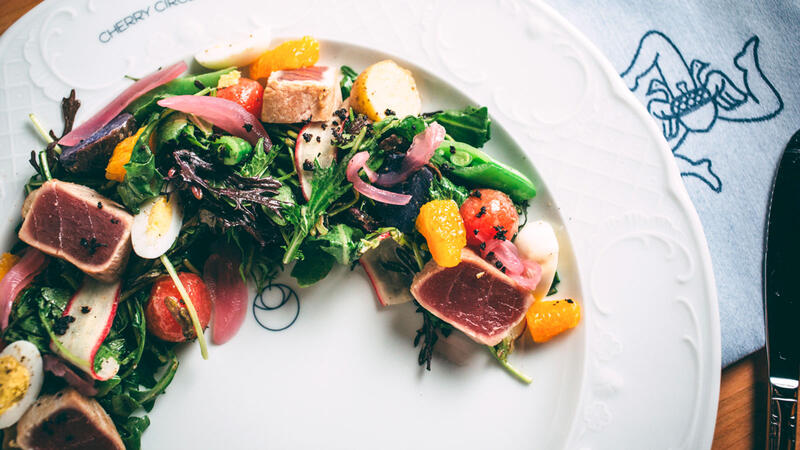 Salad with seared tuna at Cherry Circle Room
