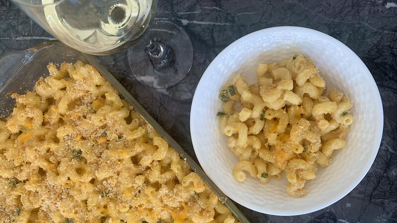 8 & $20: Smoky Jalapeño Mac and Cheese with an Australian White