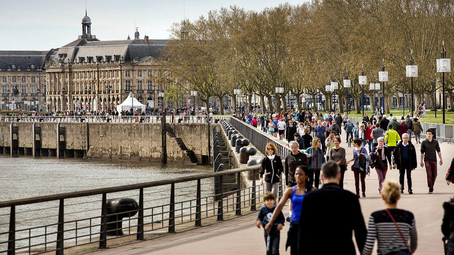 The crowds will return to Bordeaux's Place de la Bourse and Quai des Chartrons, but should en primeur?