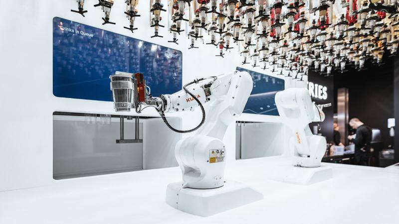 Robot Bartenders, Waiters Surge in Demand in Pandemic; One Memorizes 20,000 Cocktails