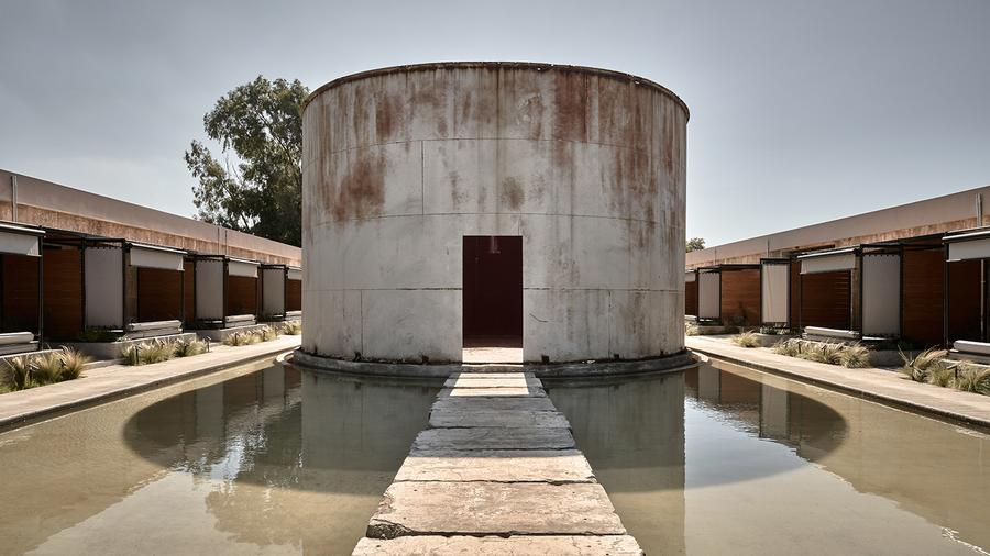 Enjoy your chai! The wine tanks–turned-guest rooms flank both sides of a massive central vat.